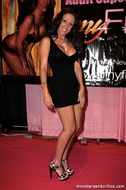Hot legs in miniskirt of turkish financer girl at mediamarkt - 3 1